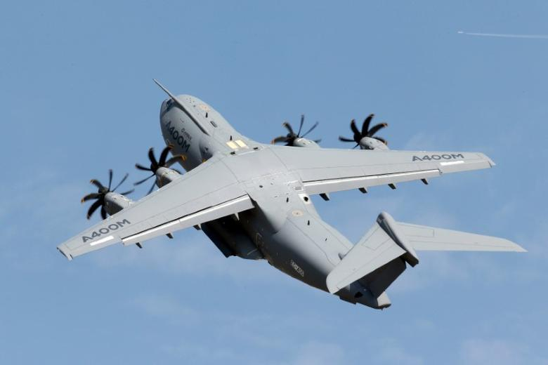 FILE PHOTO: An Airbus A400M military aircraft participates in a flying display during the 51st Paris Air Show at Le Bourget airport near Paris, France, June 16, 2015.  REUTERS/Pascal Rossignol/File Photo