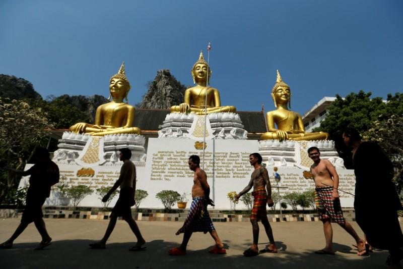 Fighting addiction at a Thai monastery - Reuters