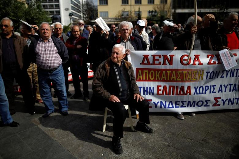 FILE PHOTO: Greek pensioners take part in a demonstration against planned pension cuts in Athens, Greece April 4, 2017. REUTERS/Alkis Konstantinidis