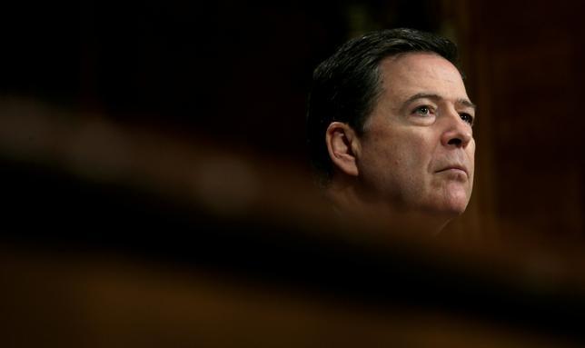 5月10日、米上院情報委員会のバー委員長は連邦捜査局(FBI)長官を解任されたジェームス・コミー氏に対し、来週16日に開催する非公開公聴会で証言するよう要請したことを明らかにした。3日撮影(2017年 ロイター/Kevin Lamarque)