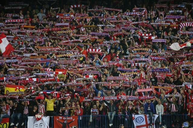 Football Soccer - Atletico Madrid v Real Madrid - UEFA Champions League Semi Final Second Leg - Vicente Calderon Stadium, Madrid, Spain - 10/5/17 Atletico Madrid fans Reuters / Sergio Perez Livepic