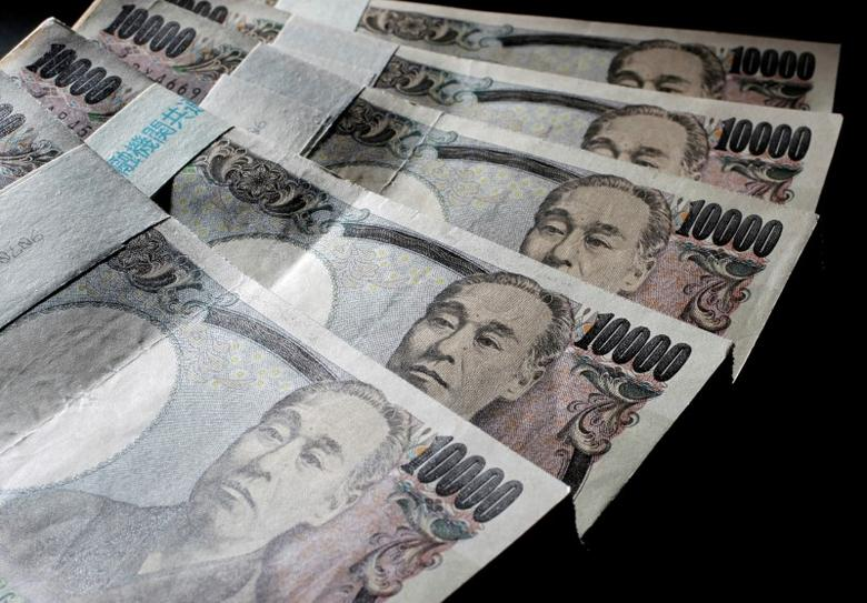FILE PHOTO: Illustrative picture shows Japanese 10,000 yen bank notes spread out at an office of World Currency Shop in Tokyo in this August 9, 2010 illustrative picture. REUTERS/Yuriko Nakao/File Photo