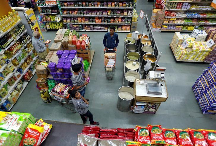 Customers buy grocery at a food superstore in Ahmedabad, India October 13, 2016. REUTERS/Amit Dave