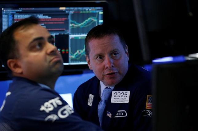 Traders work on the floor of the New York Stock Exchange (NYSE) in New York, U.S., May 11, 2017. REUTERS/Brendan McDermid