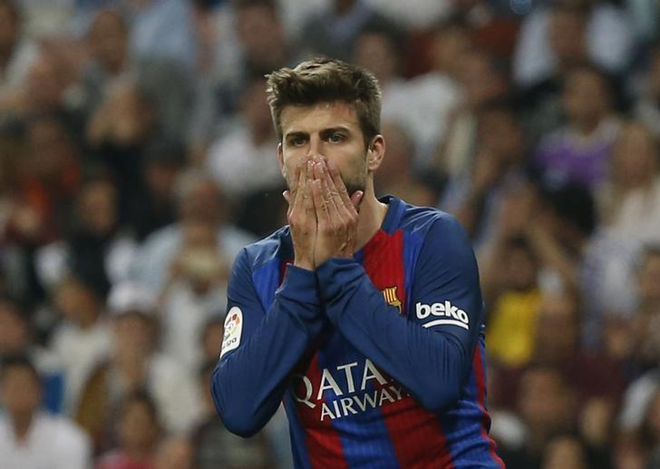 Football Soccer - Real Madrid v FC Barcelona - Spanish Liga Santander - Santiago Bernabeu, Madrid, Spain - 23/4/17 Barcelona's Gerard Pique looks dejected  Reuters / Susana Vera Livepic/Files