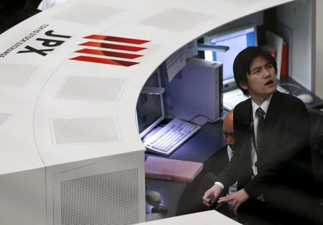 5月15日、今週の東京株式市場は、もみ合いとなる見通し。瞬間的に2万円の大台を回復する可能性はあるが、達成後は利益確定売りや戻り待ちの売りに押されると見込まれる。2016年2月撮影(2017年 ロイター/Issei Kato)