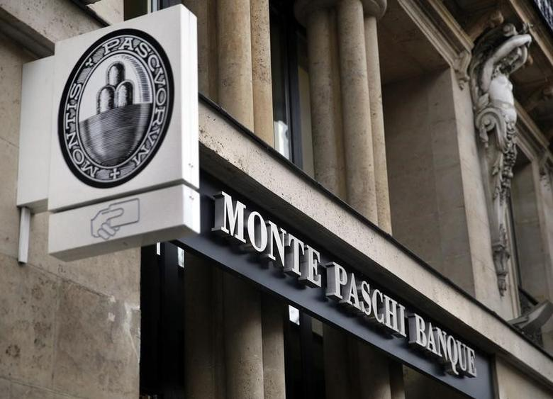 A Monte Paschi Banque bank branch, part of the Italian Groupe Montepaschi, is seen in Paris, France, March 9, 2016.   REUTERS/Mal Langsdon