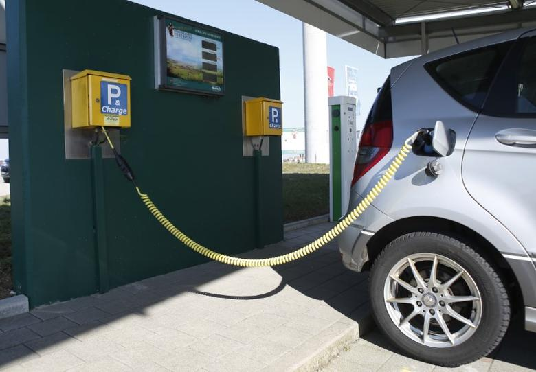 FILE PHOTO: A car is parked at a service station for electric cars powered by solar energy in the village of Wolpertshausen near Schwaebisch Hall, Germany, March 18, 2016.  REUTERS/Michaela Rehle