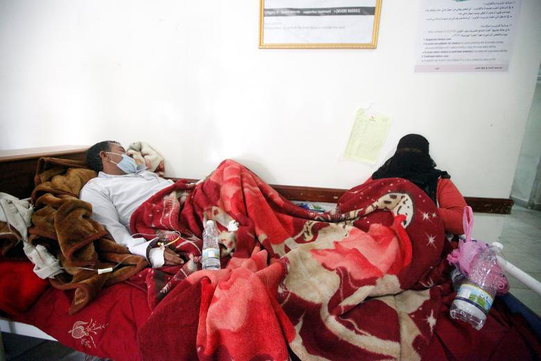 A man and his wife infected with cholera lie on a bed at a hospital in Sanaa. REUTERS/Mohamed al-Sayaghi