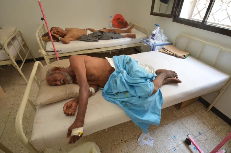 People infected with cholera lie on beds at a hospital in the Red Sea port city of Hodeidah. REUTERS/Abduljabbar Zeyad