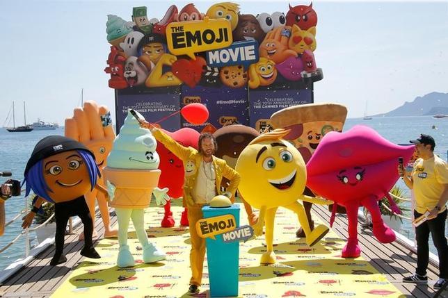 5月16日、国際映画祭が17日から開催されるフランスのカンヌで、ソニー・ピクチャーズのアニメ映画「The Emoji Movie」のPRイベントが行われた(2017年 ロイター/STEPHANE MAHE)