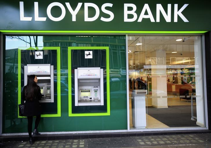 A woman uses a cash machine at a Lloyds Bank branch in central London, Britain February 25, 2016. REUTERS/Paul Hackett/File Photo