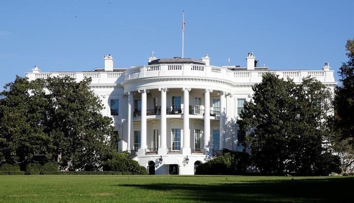 2016年11月8日,美国华盛顿,晨曦中的白宫。REUTERS/Kevin Lamarque