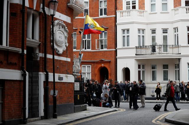 Journalists gather outside the Ecuadorian embassy where WikiLeaks founder Julian Assange is taking refuge, in London, Britain, May 19, 2017. REUTERS/Peter Nicholls