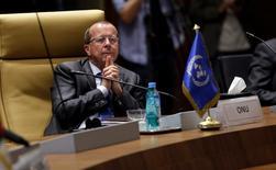 مبعوث الأمم المتحدة إلى ليبيا مارتن كوبلر في الجزائر يوم 8 مايو أيار 2017. تصوير: رمزي بودينا - رويترز