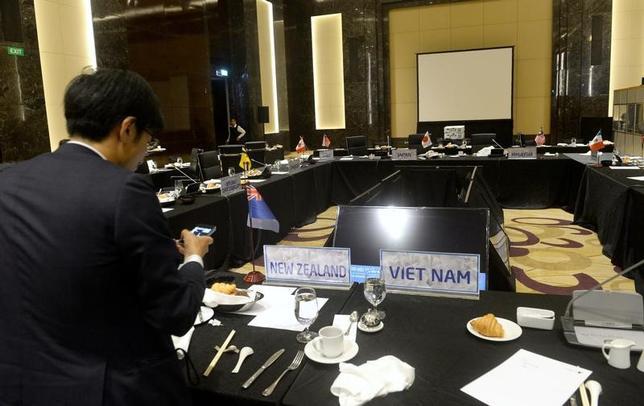 5月21日、TPPに参加する米国以外の11カ国はベトナムで閣僚会合を開催し、離脱した米国抜きで協定を前進させることで合意したが、早期発効に向けた強い姿勢を打ち出すことはできなかった(2017年 ロイター/Hoang Dinh Nam/Pool)