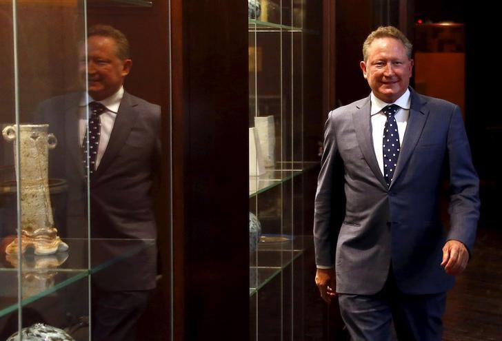 Andrew Forrest, chairman of Fortescue Metals Group, walks to a media conference in Sydney, Australia, July 28, 2015.  REUTERS/David Gray/Files