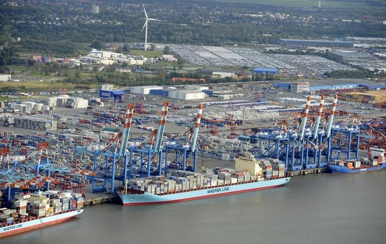 Shipping terminals and containers are pictured in the German harbour of Bremerhaven, late October 8, 2012. REUTERS/Fabian Bimmer/Files
