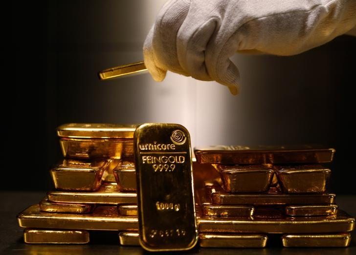 Gold bars are stacked in the safe deposit boxes room of the Pro Aurum gold house in Munich March 3, 2014.   REUTERS/Michael Dalder/Files