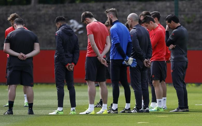 Britain Football Soccer - Manchester United Training - Manchester United Training Ground - 23/5/17 Manchester United players and staff stand for a minute of silence during training honouring the people killed and wounded in an explosion at Manchester Arena  Reuters / Andrew Yates Livepic