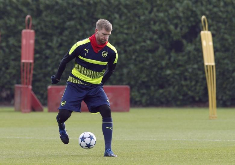 Britain Football Soccer - Arsenal Training - Arsenal Training Ground - 14/2/17 Arsenal's Per Mertesacker during training Action Images via Reuters / Andrew Couldridge Livepic