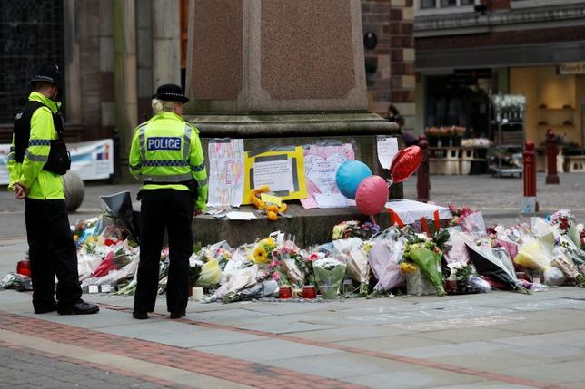 5月25日、BBCは、英警察がマンチェスターの自爆攻撃事件について米当局との情報共有を停止したと報じた。情報源は明らかにしていない。写真は24日撮影(2017年 ロイター/Peter Nicholls)