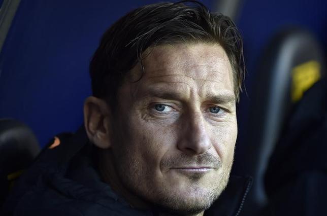 5月25日、サッカーのイタリア・セリエA、ローマのフランチェスコ・トッティは、ホームで28日に行われるジェノア戦を最後にクラブを退団すると発表した。1月撮影(2017年 ロイター/Giorgio Perottino)