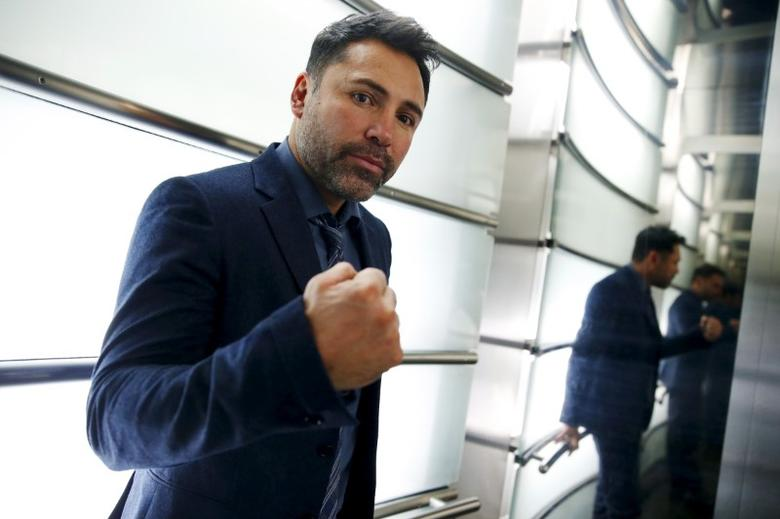 Boxing promoter and former boxer Oscar De La Hoya poses for a portrait following an interview with Reuters in New York, November 12, 2015. REUTERS/Mike Segar/Files