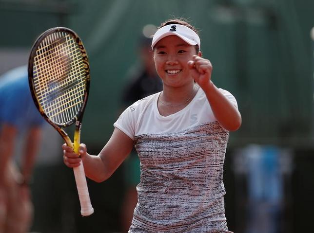 5月28日、テニスの四大大会第2戦、全仏オープンは、パリのローランギャロスで女子シングルス1回戦を行い、奈良くるみ(写真)はアマンダ・アニシモバ(米国)に3─6、7─5、6─4で勝利した(2017年 ロイター/Benoit Tessier)