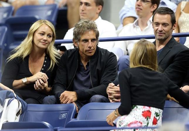 5月26日、米俳優ベン・スティラーさん(左から2人目)と妻で女優のクリスティーン・テイラーさん(左)が別れることを決断したと明らかにした。写真は2016年9月、テニスの全米オープンで撮影(2017年 ロイター/Jerry Lai-USA TODAY Sports)