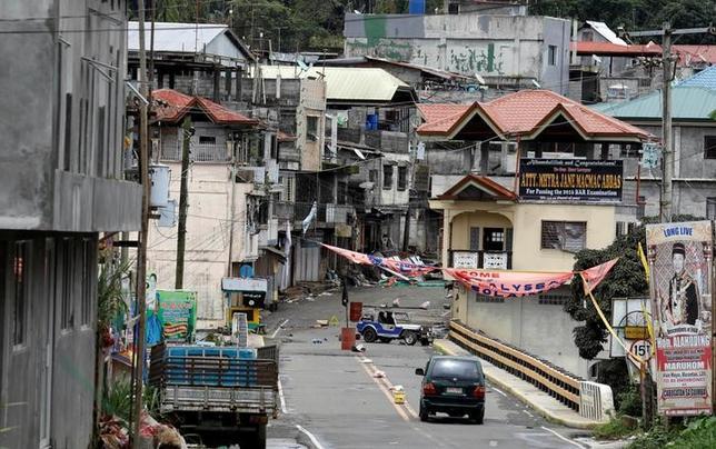 5月29日、フィリピン軍は、過激派組織「イスラム国」(IS)系武装勢力が1週間にわたり占拠する南部ミンダナオ島のマラウィ市(写真)の奪還に近づいているとの見方を示した。(2017年 ロイター/Erik De Castro)