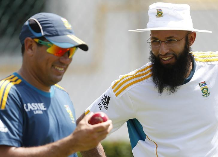 FILE PHOTO: South Africa's Hashim Amla (R) talks with team coach  Russell Domingo during a practice session ahead of their second test cricket match against Sri Lanka in Colombo July 23, 2014.  REUTERS/Dinuka Liyanawatte/Files