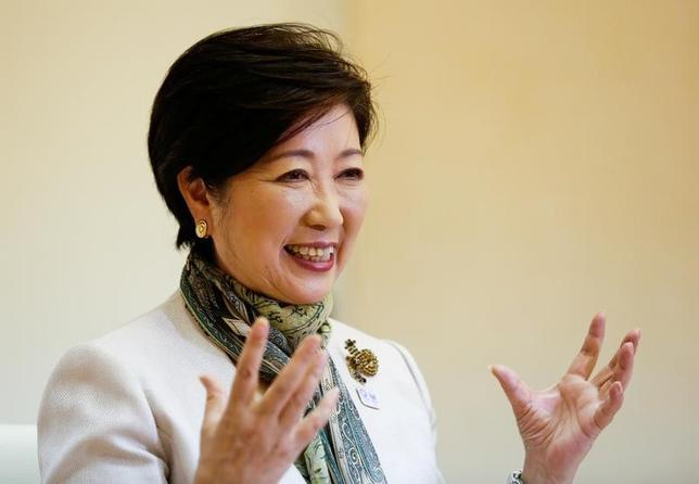 5月30日、自民党推薦の候補者に圧勝し、日本の首都・東京のトップの座をつかんだ小池百合子都知事は、古い男社会である日本の政治の世界に挑み続けている。7月の都議会議員選では「東京大改革」を旗印に新人候補を多数打ち立て、議会の掌握を狙う。写真は都内で29日撮影(2017年 ロイター/Kim Kyung Hoon)