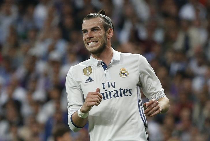 Football Soccer - Real Madrid v FC Barcelona - Spanish Liga Santander - Santiago Bernabeu, Madrid, Spain - 23/4/17 Real Madrid's Gareth Bale reacts Reuters / Susana Vera Livepic
