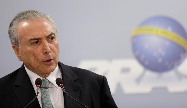 5月30日、ブラジルの銀行トップらは、テメル大統領(写真)が汚職スキャンダルで失脚したとしても、金融市場はビジネス志向の経済政策が進められていくとみている、と述べた。18日撮影(2017年 ロイター/Ueslei Marcelino)