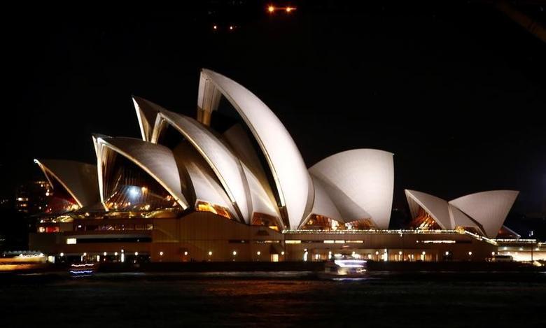 资料图片:2017年3月,悉尼歌剧院夜景。REUTERS/David Gray