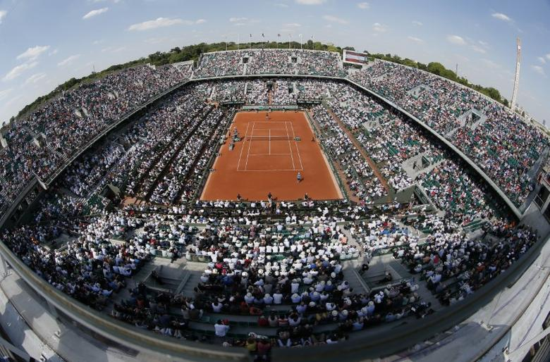 FILE PHOTO - A general view shows the Philippe Chatrier central court during the men's singles match between Diego Schwartzman of Argentina and Gael Monfils of France at the French Open tennis tournament at the Roland Garros stadium in Paris, France, May 27, 2015.        REUTERS/Gonzalo Fuentes