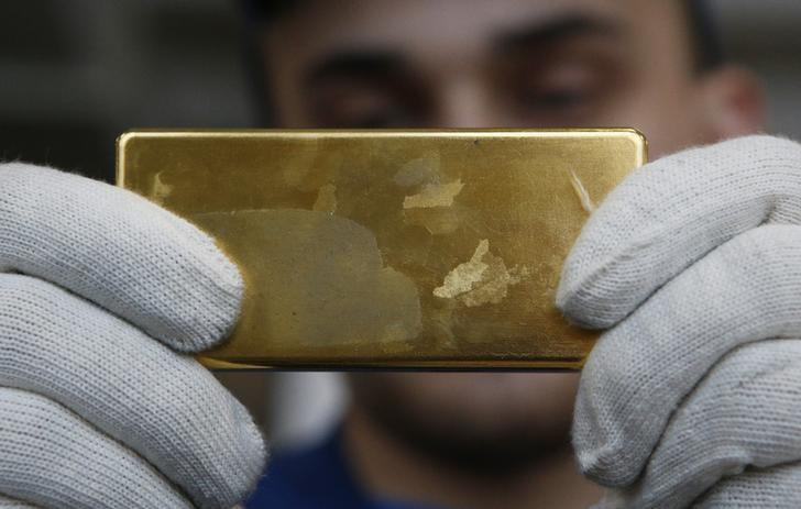 An employee shows gold bar at the Prioksky Non-Ferrous Metals Plant in Kasimov, Russia February 14, 2017. Picture taken February 14, 2017. REUTERS/Sergei Karpukhin