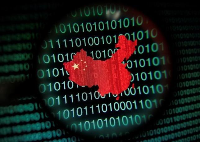 中国で1日、「インターネット安全法」が施行された。同法はユーザーの個人情報を中国国内で保管することなどを求めているが、当局が都合よく解釈し、管理を強める余地があるとして多くの外国企業が事業運営への影響を懸念している。シンガポールで2014年1月撮影(2017年 ロイター/EDGAR SU)
