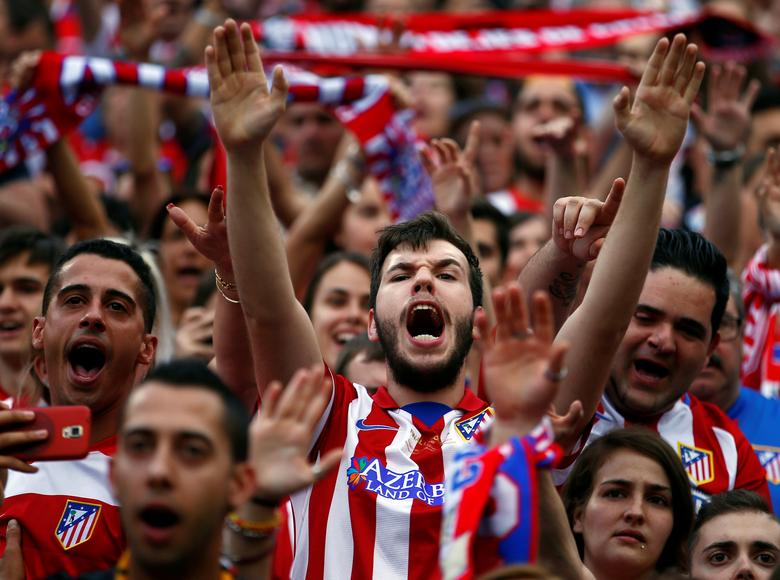 Atletico Madrid fans react during the last match at Vicente Calderon as Atletico Madrid bids farewell to its home of 51 years before moving to the newly-built Wanda Metropolitano, in Madrid Spain May 28, 2017.REUTERS/Javier Barbancho