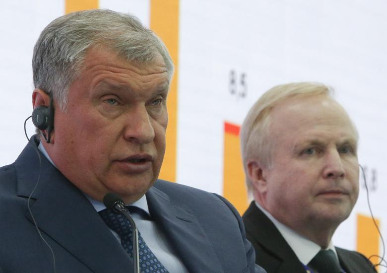 Rosneft Chief Executive Igor Sechin (L) and BP Chief Executive Robert Dudley attend a session of the St. Petersburg International Economic Forum (SPIEF), Russia, June 2, 2017. REUTERS/Sergei Karpukhin