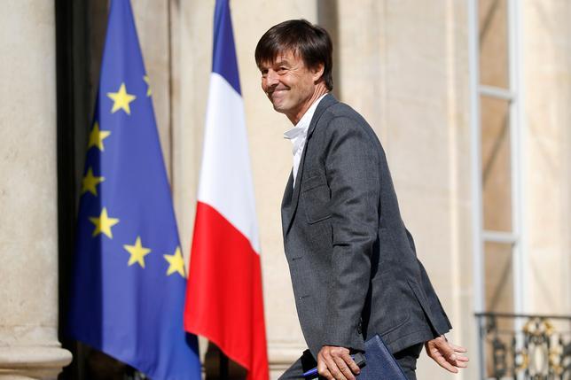 6月2日、フランスの二コラ・ユロ環境相は、同国の二酸化炭素排出量の削減目標を倍加させる方針であることを明らかにした。写真は大統領官邸に到着した同環境相。5月パリで撮影(2017年 ロイター/CHARLES PLATIAU)