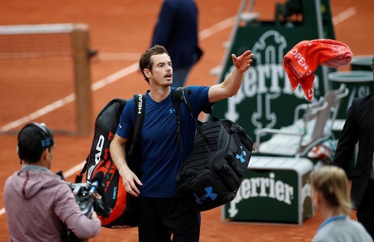 Tennis - French Open - Roland Garros, Paris, France - June 3, 2017   Great Britain's Andy Murray throws his towel to fans after winning his third round match against Argentina's Juan Martin Del Potro   Reuters / Benoit Tessier