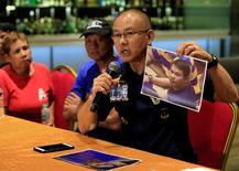 Oscar Albayalde, chief of the capital's police office, shows to journalists a picture of a gunman Jessie Javier Carlos, a 42-year-old Filipino, who was behind an attack on a Resorts World casino on Friday, during a press briefing at a hotel in Pasay city, metro Manila, Philippines June 4, 2017. The parents of Jessie Javier Carlos, Fernando and Teodora can be seen beside him. REUTERS/Romeo Ranoco