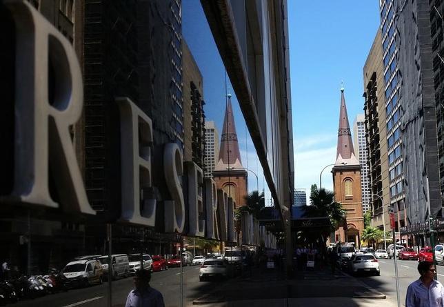 6月6日、オーストラリア準備銀行(RBA、中央銀行)が6日、政策理事会後に発表した声明は以下の通り。政策理事会はきょうの会合で、政策金利のキャッシュレートを1.50%に据え置くことを決定した。 写真はシドニーで2月撮影(2017年 ロイター/Steven Saphore)