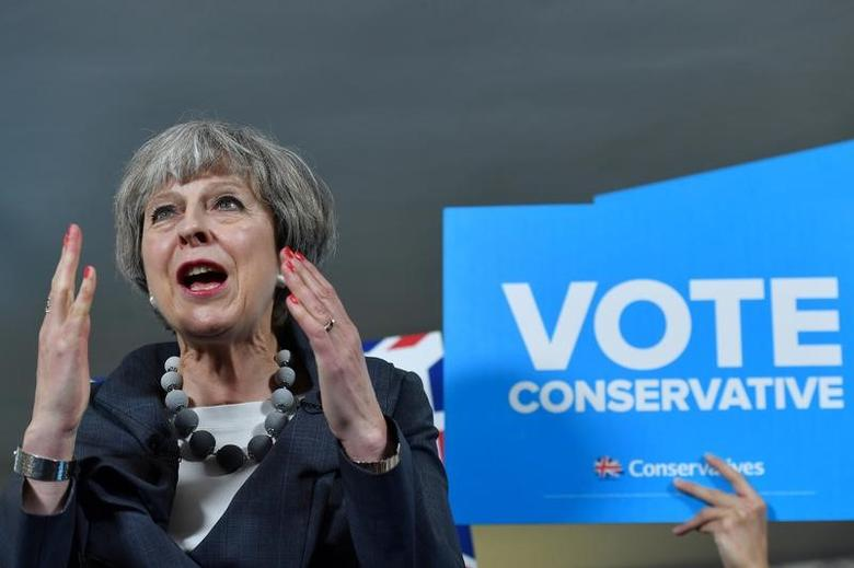 Britain's Prime Minister Theresa May delivers a speech during an election campaign visit to Langton Rugby Club in Stoke-on-Trent, June 6, 2017. REUTERS/Ben Stansall/Pool - RTX399VH