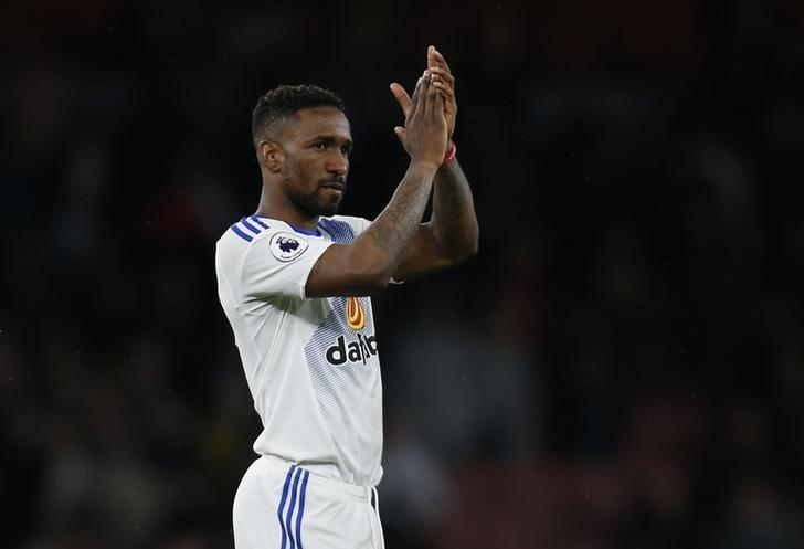 Britain Football Soccer - Arsenal v Sunderland - Premier League - Emirates Stadium - 16/5/17 Sunderland's Jermain Defoe applauds fans after the match  Action Images via Reuters / Paul Childs Livepic/Files