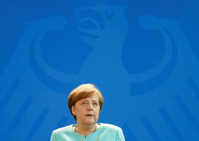 6月6日、ドイツのメルケル首相は、欧州連合(EU)と米国の通商交渉について、9月24日のドイツ総選挙の後に再開することが望ましいとの認識を示した。写真はベルリンで2日撮影(2017年 ロイター/Fabrizio Bensch)