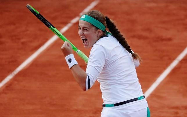 6月6日、テニスの四大大会第2戦、全仏オープンはパリで試合を行い、女子シングルス準々決勝でラトビアの19歳エレナ・オスタペンコが準決勝進出を果たした(2017年 ロイター/Gonzalo Fuentes)