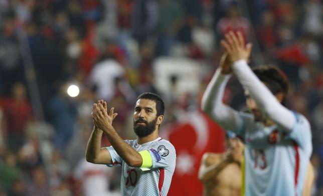 6月6日、サッカーのトルコ代表で主将を務めたアルダ・トゥラン(29)は、飛行機内での記者への暴力行為を受け、同国代表を引退すると発表した。2016年11月撮影(2017年 ロイター/Murad Sezer)